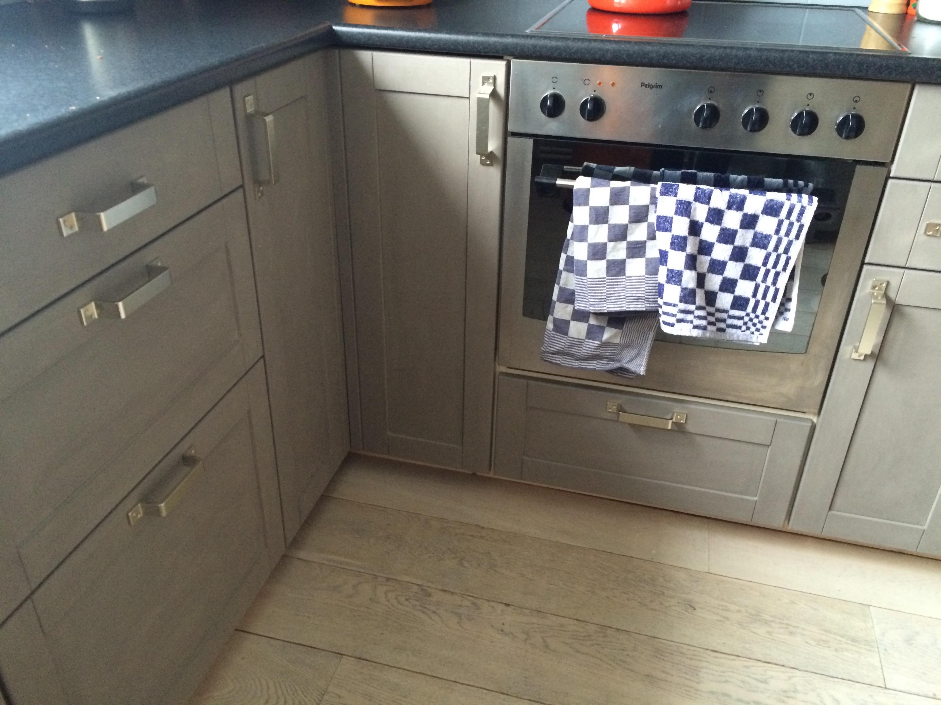 Handgrepen Keuken Industrieel : Low budget (sort off) keuken renovatie ~deel 1 (kastjes schilderen