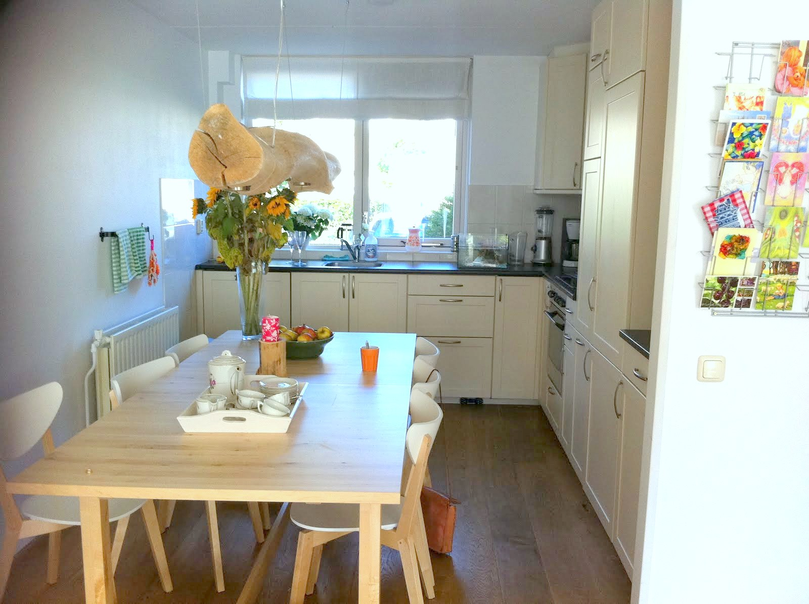 Keuken met kookeiland en bar - Winkel raam keuken ...